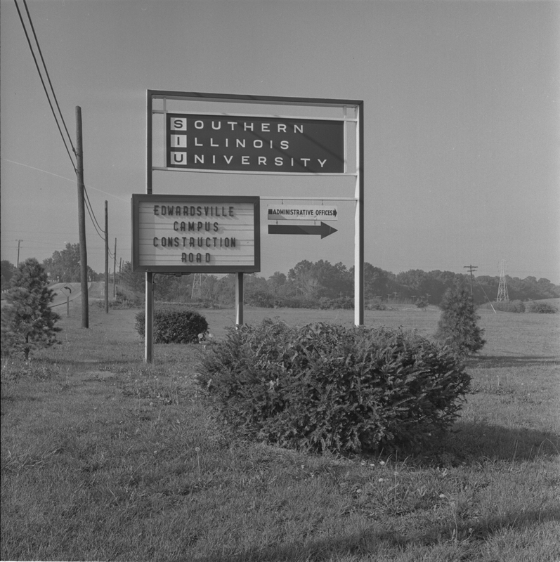 Photo of Southern Illinois University Sign